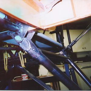Right_hand_landing_gear_and_front_lower_wing_spar_attatch.jpg