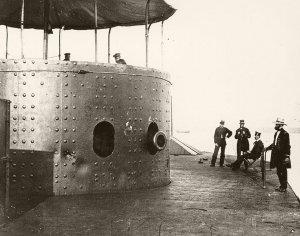 USS_Monitor_James_River_1862.jpg