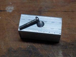 block_center_hole_screw.jpg