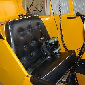 DSC_3162 Rear seat with uncomfortable stiff straight cushion