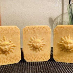 All natural tallow soap with whole lemon, oats, clay, milks & lemongrass EO blend